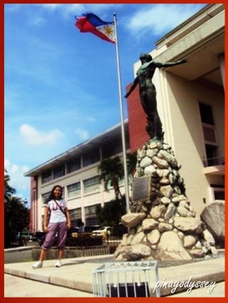 Me standing next to UP's icon, the Oblation