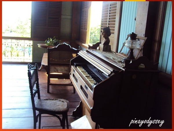 An antique piano