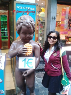 Eh?? The mannekin pis with one hand on a waffle and the other on his...... :P