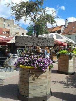 A crafts market sign