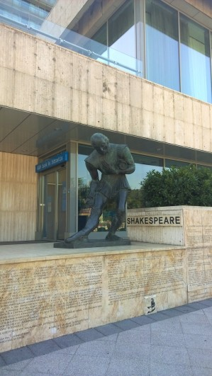 Otw to the Lion Fountain, a statue of Shakespeare