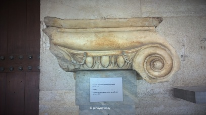 Example of a Greek column